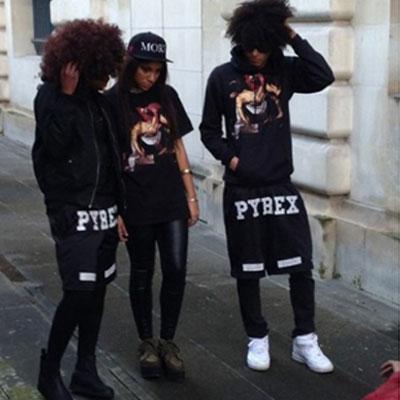 ストリートファッションに欠かせない必須アイテム!ビッグロゴポイントショートパンツ(RED,BLACK,WHITE)