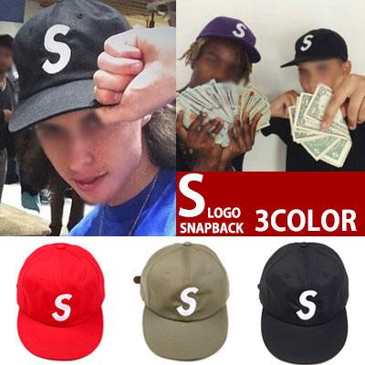 海外ファッションセレブに大人気の6パネル S LOGO SNAPBACK (RED,KHAKI,BLACK)