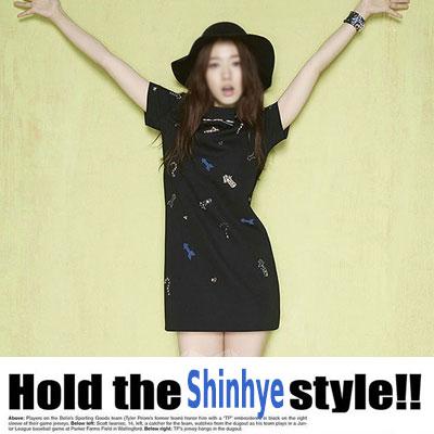 「Shinhye Style」人気女優パク・シネ着用のブラックベースに矢印柄オシャレなワンピース