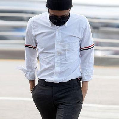 G-DRAGON空港ファッションスタイル!3カラーテープポイントオックスフォードホワイトシャツ