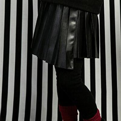 韓国子供服 [LIPOP/LEATHER SKIRT LEGGINGS]着る瞬間スタイリッシュ! レザープリーツスカートレギンス(BLACK)