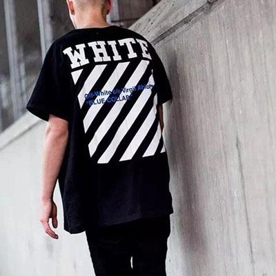 ホワイトロゴシグネチャーブルータイポ半袖Tシャツ(WHITE,BLACK)