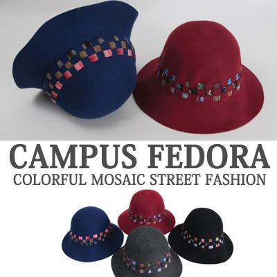 キャンパスフェドラのカラフルモザイクストリートファッション