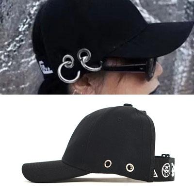 後までさらにユニークな帽子が登場!ビッグリングピアスボルケプ