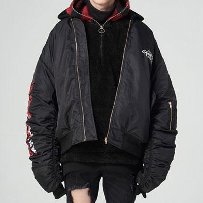 シャーリングスリーブ&ロゴプリントフードMA-1ジャケット