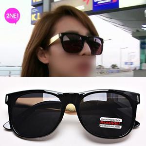2NE1通販|2ne1のサンダラが着用したGOLD横ラインポイントのサングラス