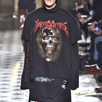 BLACK PINK/D.O.B STYLE★ユニセックス★スカルプリントが特徴的なオーバーサイズフィットスクレムショートスリーブTシャツ