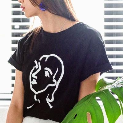 【FEMININE : BLACK LABEL】THE GIRL アートワークTシャツ(黒/白)