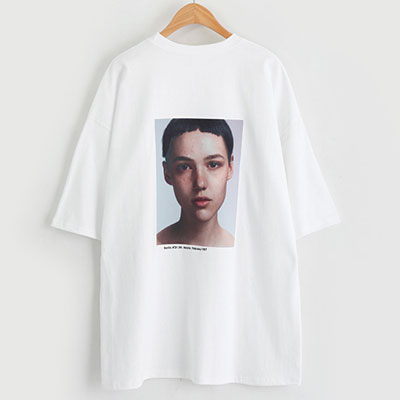 ショートヘアカットウーマンショートスリーブTシャツ/半袖