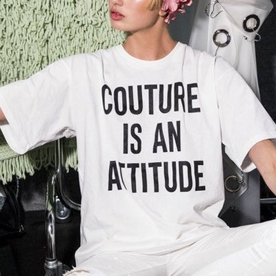 【FEMININE : BLACK LABEL】COUTURE IS AN ATTITUDE プリントTシャツ(ブラック/ホワイト)/半袖
