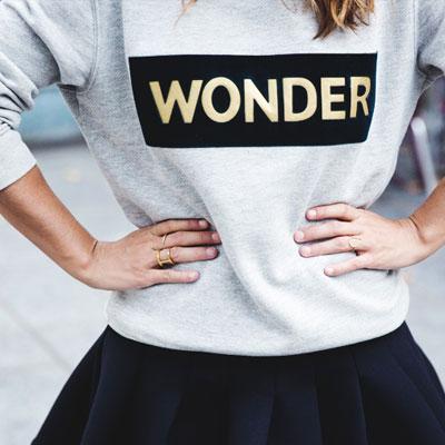 少女時代スヨンが韓国ドラマ【私の生涯の春の日】で着用したスタイル!SAND**STYLE WONDER LOGO T-SHIRTS