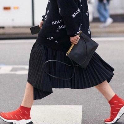 【FEMININE : BLACK LABEL】ブラックシルキーアコーディオンプリーツスカート