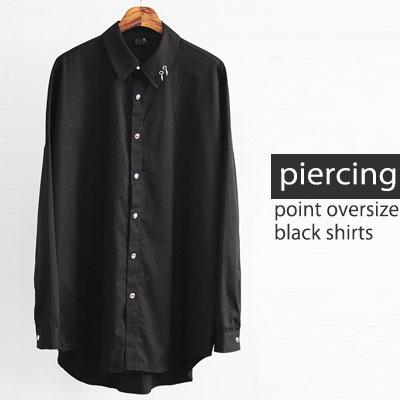 [UNISEX] ピアスオーバーサイズブラックシャツ
