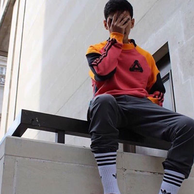 [UNISEX] カラフルブロックのパッチスウェットシャツ (2color)