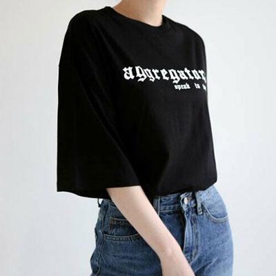 【FEMININE : BLACK LABEL】ゴシックロゴポイントショートスリーブTシャツ/半袖-black ver.