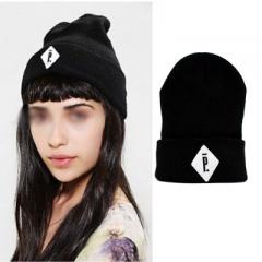 ストリートファッション通販|世界の人気スターたち愛用ブランド!PIGALL* st.のSimple刺繍ロゴニット帽子