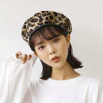 [UNISEX] レザートリミングヒョウ柄ベレー帽